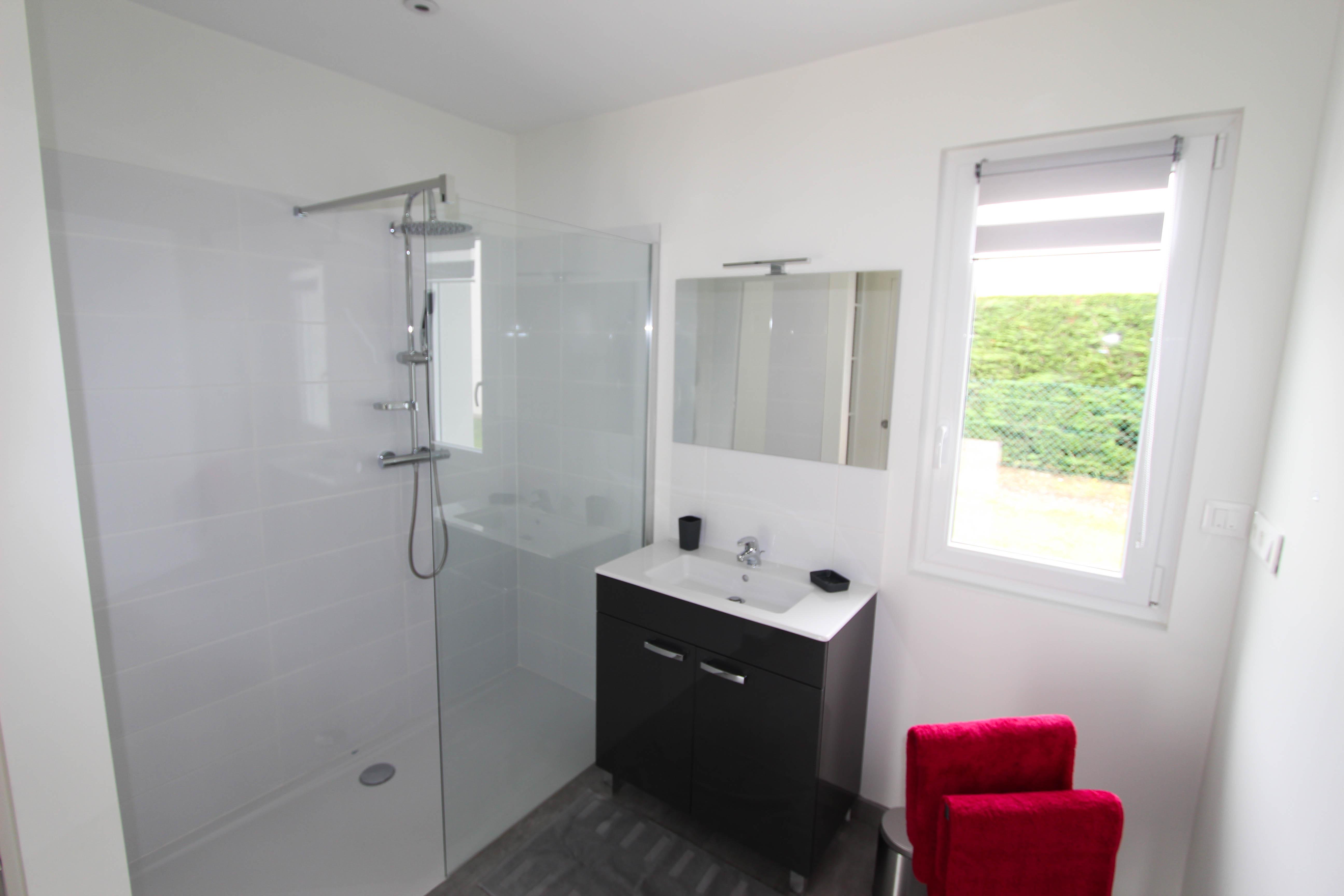 Salle de bain suite parentale de la villa rubis location gîte varengeville-sur-mer pourville-sur-mer